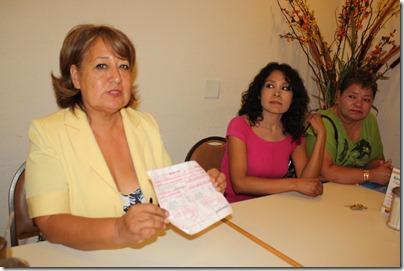 Petra Santos y manifestantes contra altas tarifas de Oomapas (3)