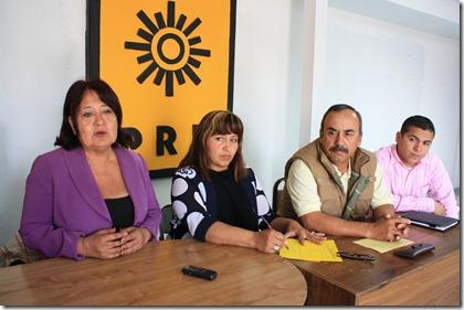 Petra Santos, Jesús de los Reyes e integrantes del PRD local (6)